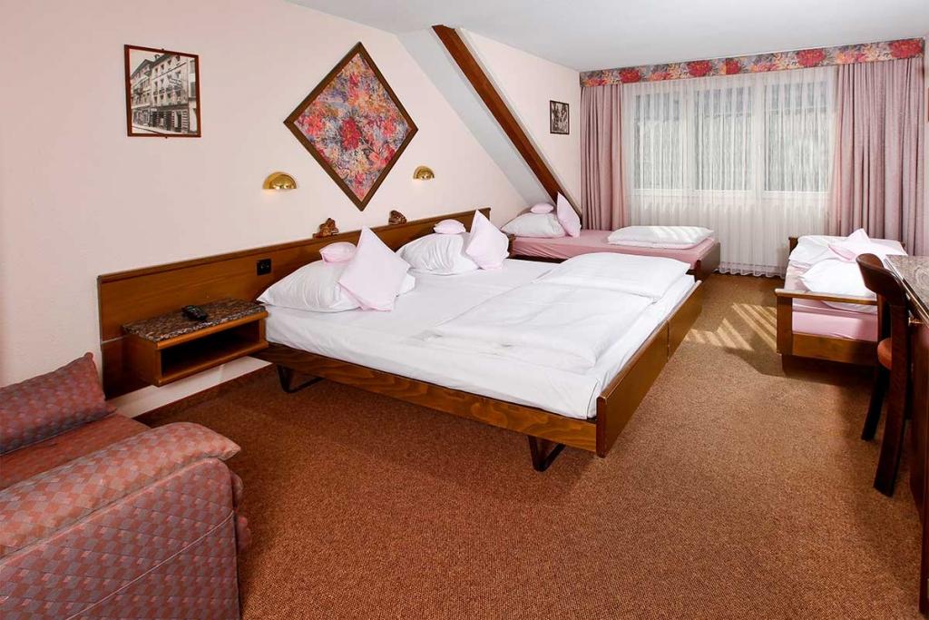 BASLERTOR SUMMER POOL HOTEL Zimmer 4 Personen